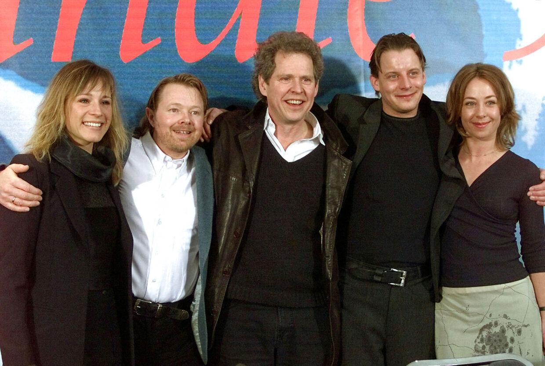 Søren Kragh-Jacobsen med sine skuespillere fra filmen 'Mifunes sidste sang' i de glade 90'ere.