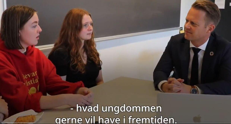 Screenshot fra Udenrigsministeriets video, hvor unge opfordres til at skrive en essay om arktiske forhold.