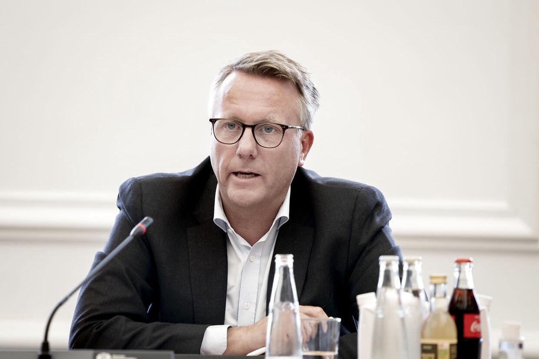 Skatteminister Morten Bødskov (S) og erhvervsminister Simon Kollerup (S) er i samråd indkaldt af Enhedslistens Rune Lund om støtte til virksomheder med forbindelser til skattely, på Christiansborg onsdag den 26. august 2020.. (Foto: Liselotte Sabroe/Ritzau Scanpix)