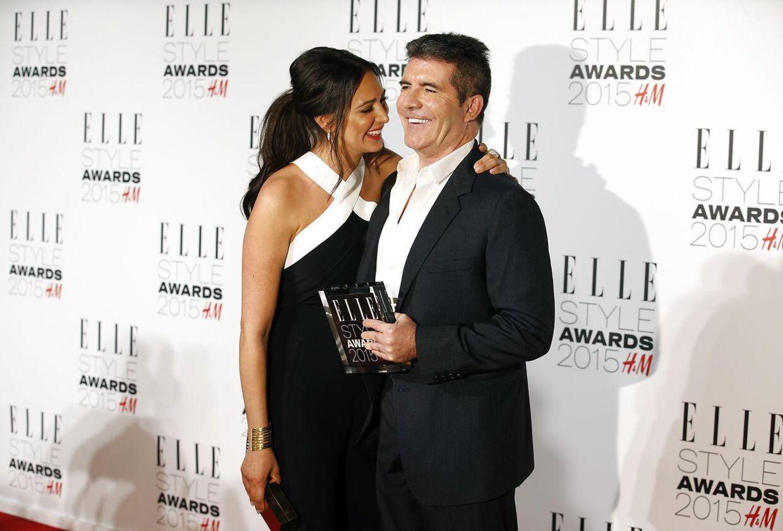 Her ses Simon Cowell med sin kæreste Lauren Silverman, dengang hun ventede parrets søn.