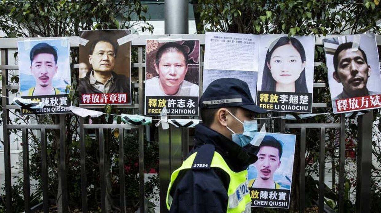 Plakater med de forsvunde borgerjournalister. Foto: ATP