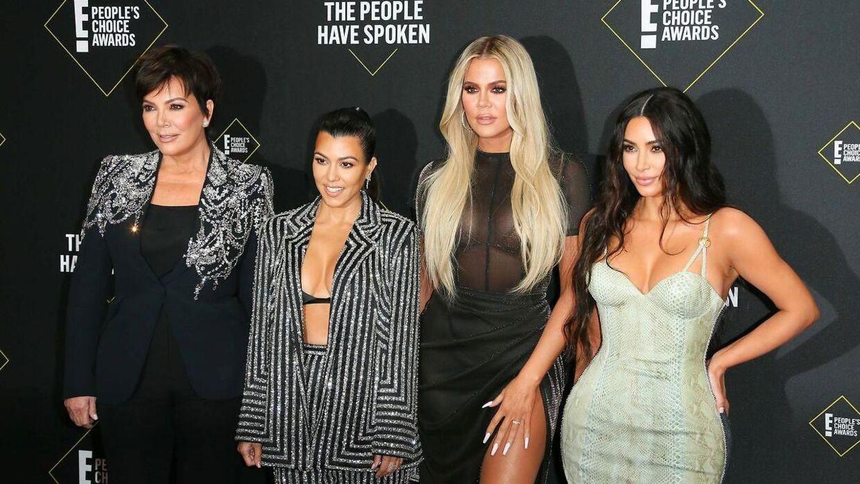 Keeping Up With the Kardashians var en blanding af 'posh' og hverdagsproblemer. Hvem husker for eksempel ikke den ikoniske sætning, som Kris Jenner råbte til sin datter:»Kim, vil du stoppe med at tage billede af dig selv. Din søster er på vej i fængsel,« da Kardashian-søsteren Khloé var på vej på politistationen sigtet for at have kørt i påvirket tilstand.