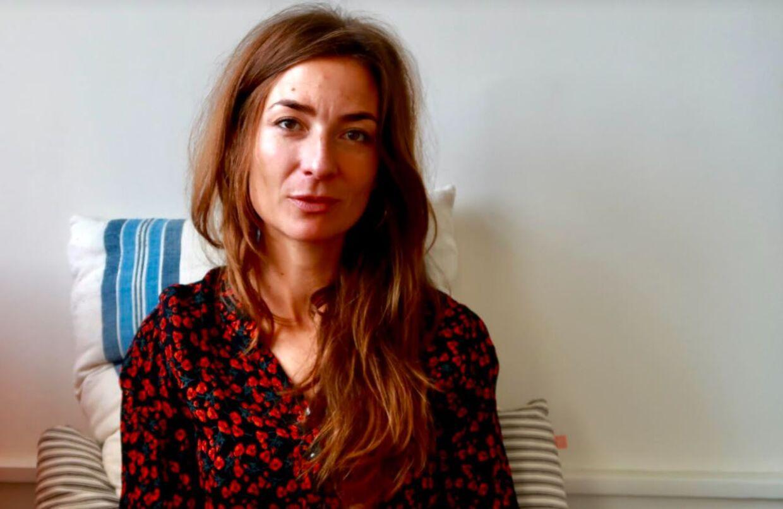 Journalist og radiovært Iben Maria Zeuthen mener, at kvinder skal være 100 procent frie til at gøre, hvad de føler for i sexismedebatten. Har de brug for at sætte navne og ansigter på en person, der har krænket dem, skal de gøre det.