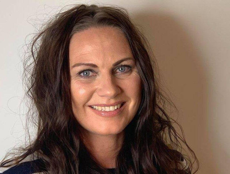 Louise Grandjean Laursen er skeptisk over for regeringens tiltag mod covid-19 og har fortalt sin 8-årige søn, at han ikke behøves gå med mundbind.