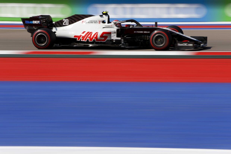 Kevin Magnussen i Sochi under den indledendd træning til Ruslands Grand Prix
