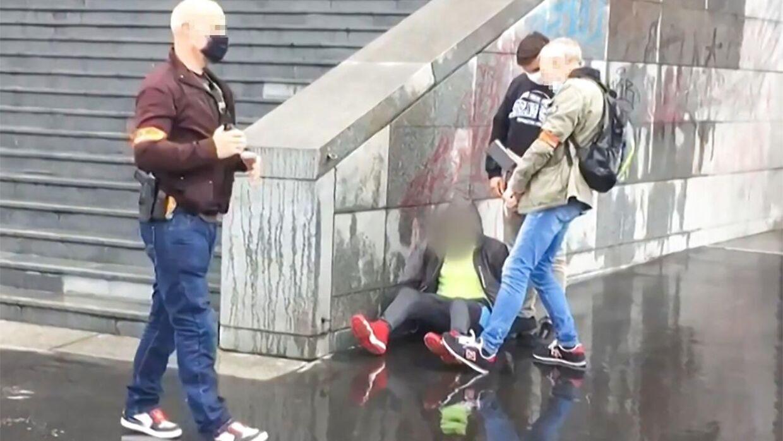 Politiet tilbageholder person efter knivoverfald i Paris