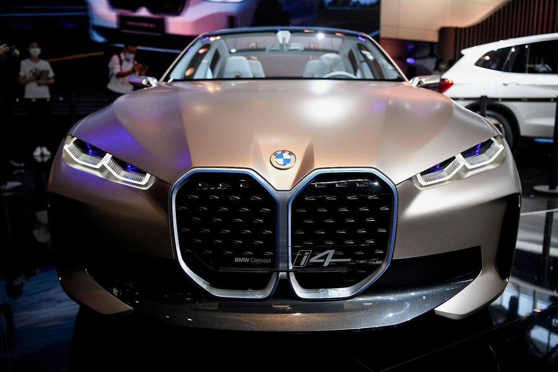 BMW Grouop har accepteret at betale en millionbøde, efter det amerikanske finanstilsyn (SEC) har opdaget, at de har pyntet på deres salgstal.