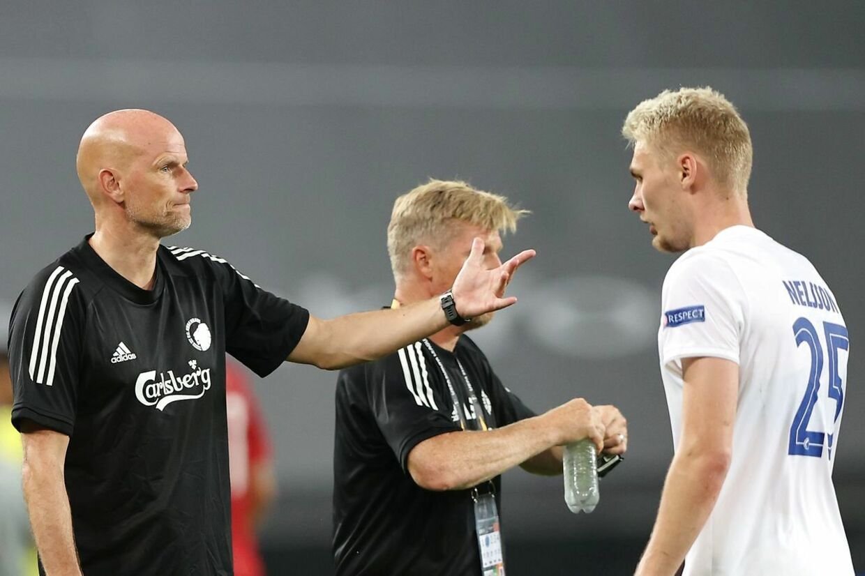 FC Copenhagen's Norwegian head coach Stale Solbakken (L) gestures towards FC Copenhagen's Danish defender Victor Nelsson (R) during the UEFA Europa League quarter-final football match between Manchester United and FC Copenhagen at the RheinEnergieStadion, in Cologne, western Germany, on August 10, 2020. (Photo by WOLFGANG RATTAY / various sources / AFP)
