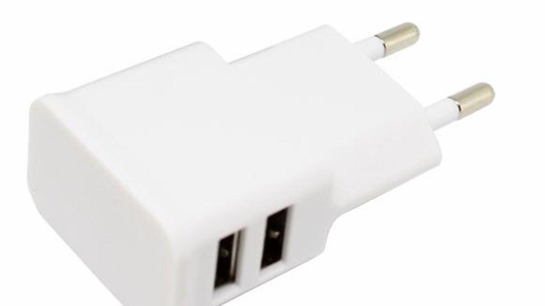 Billede af den tilbagekaldte USB-oplader.