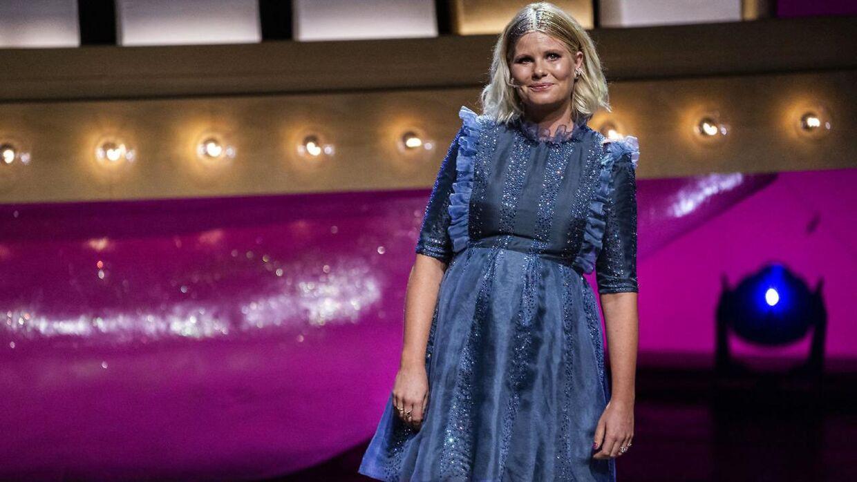 Sofie Linde på scenen ved ZULU Comedy Galla 2020. Her startede en debat om sexchikane i den danske mediebranche, som har bredt sig til Christiansborg og resten af samfundet.