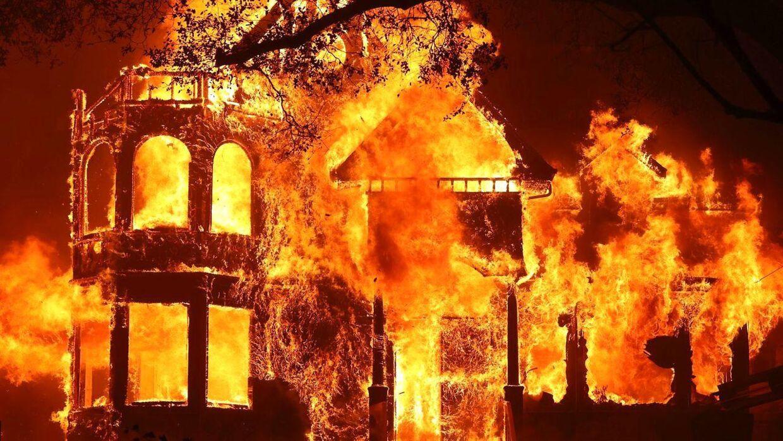 Den kendte bed and breakfast The Glass Mountain Inn blev opslugt af flammer 27. september.