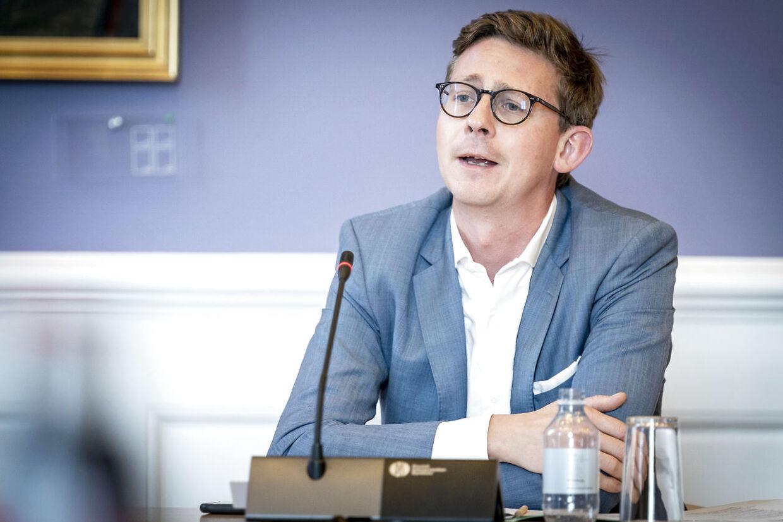 Karsten Lauritzen (V) under samråd med forsvarsministeren om Forsvarets Efterretningstjeneste på Christiansborg i København, onsdag den 23. september 2020. Samrådsspørgsmålene er stillet af Enhedslisten.