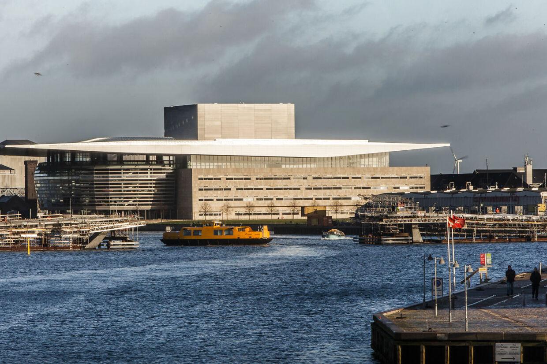 Det var i operahuset på Holmen i København, at de to ministre Peter Hummelgaard og Ane Halsboe-Jørgensen forbrød sig mod teaterets reglement for covid-19