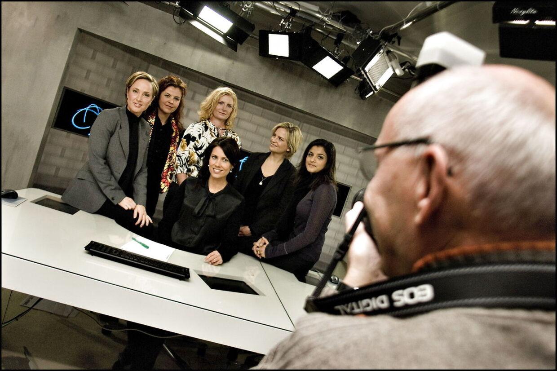Da TV 2 New gik i luften i 2006 var Divya Das med på holdet som nyhedsvært. Her ses hun med Natasja Crone, Mette Vibe-Utzon, Kirsten Palmer, Ida Wohlert og Lotte Mejlhede.