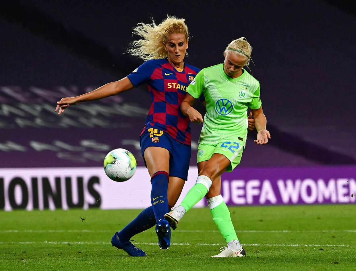 Soccer Football - Women's Champions League - Semi Final - VfL Wolfsburg v FC Barcelona - Reale Arena, San Sebastian, Spain - August 25, 2020 Barcelona's Kheira Hamraoui in action with Wolfsburg's Pernille Harder, as play resumes behind closed doors following the outbreak of the coronavirus disease (COVID-19) Gabriel Bouys/Pool via REUTERS