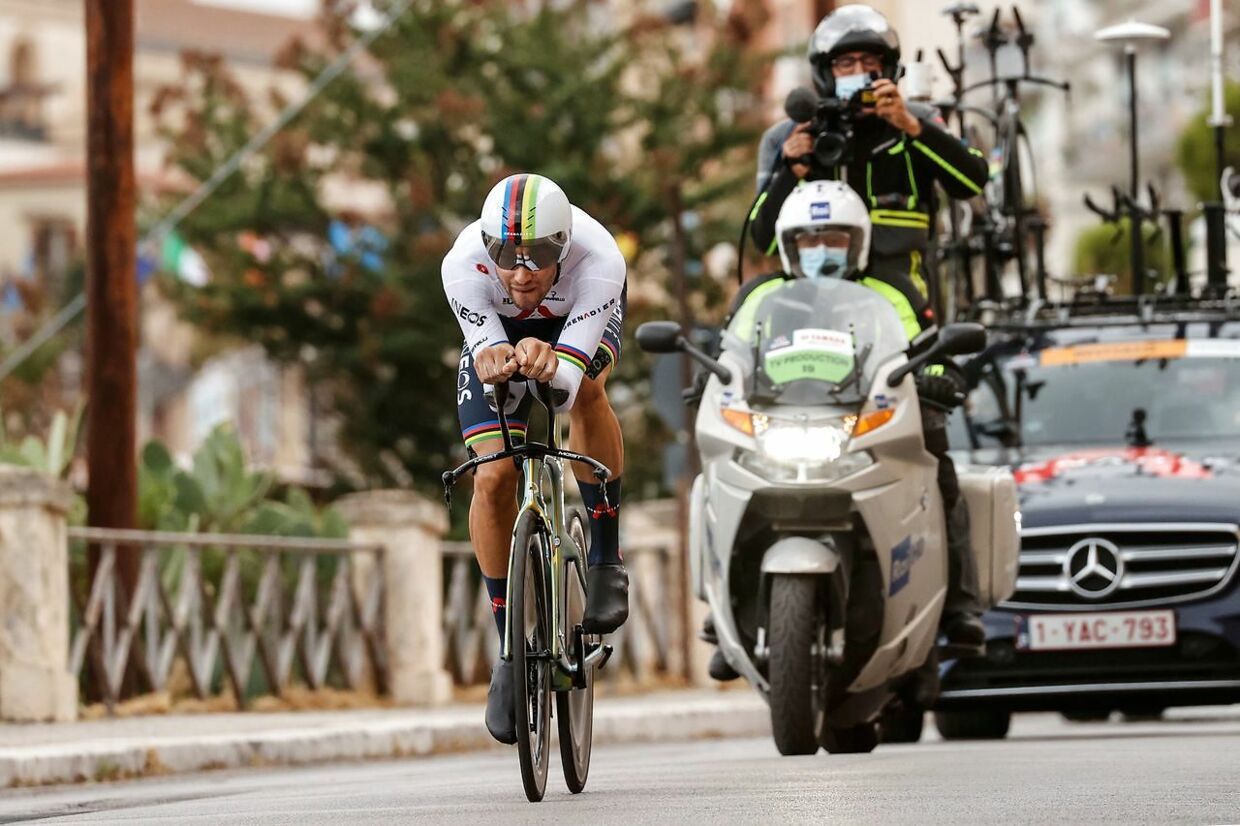Team Ineos rider Italy's Filippo Ganna rides during the first stage of the Giro d'Italia 2020 cycling race, a 15.1-kilometer individual time trial between Monreale and Palermo. (Photo by Luca Bettini / AFP)