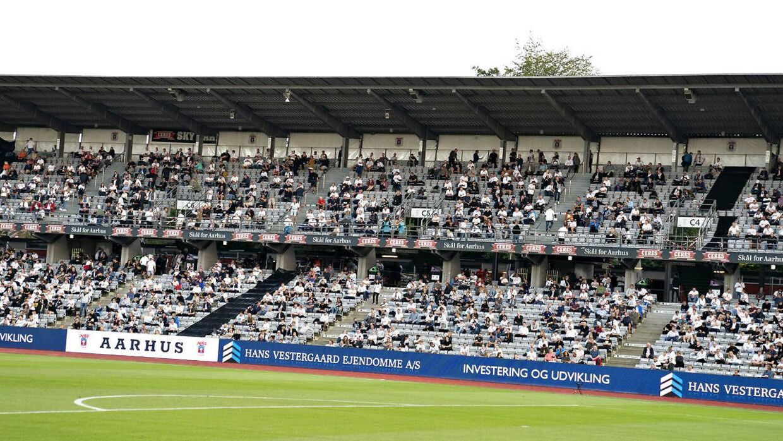 Inden restriktionerne blev lavet om igen, var der lavet en ordning, så der kunne komme mere end 500 tilskuere til fodboldkampe.