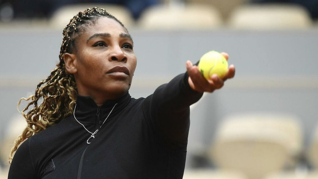 epa08703714 Serena Williams of the USA in action against Kristie Ahn of the USA during their women's first round match during the French Open tennis tournament at Roland ​Garros in Paris, France, 28 September 2020. EPA/JULIEN DE ROSA