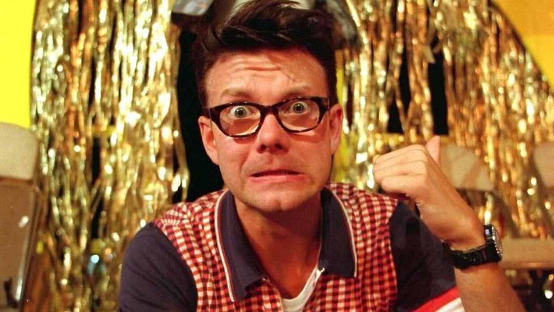 Casper Christensen blev i den grad landskendt, da han var vært for programmet 'Husk Lige Tandbørsten', der blev sendt i midten af 90'erne.
