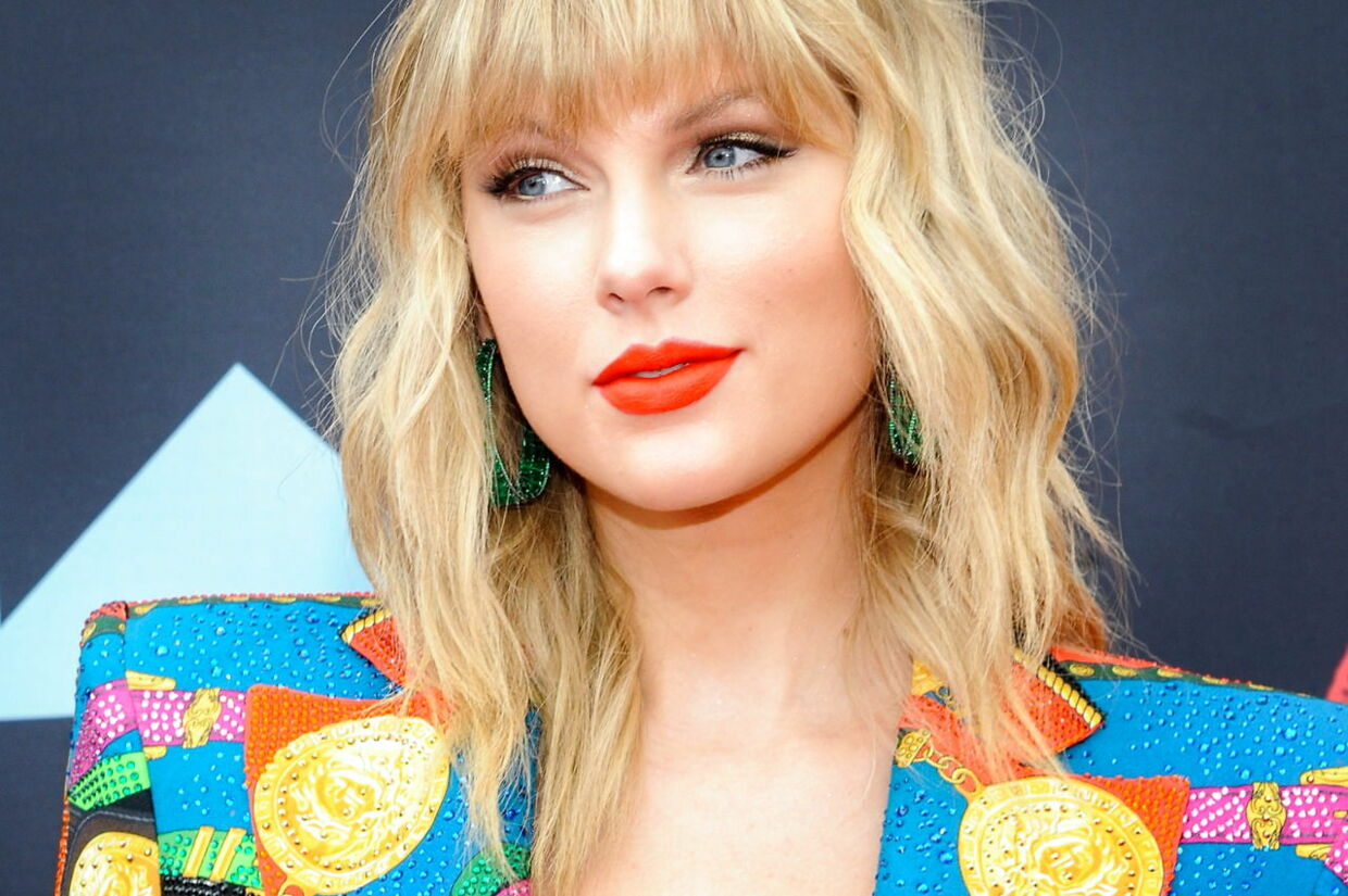 epa08563121 (FILE) - US singer Taylor Swift arrives on the red carpet for the 2019 MTV Video Music Awards in Newark, New Jersey, USA, 26 August 2019 (reissued 23 July 2020). Taylor Swift on 23 July 2020 announced a surprise release of her eighth studio album Folklore. EPA/DJ JOHNSON *** Local Caption *** 55419736