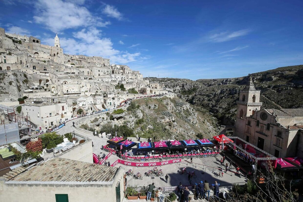 This general view shows teams arriving ahead of the start of the seventh stage of the Giro d'Italia 2020 cycling race, a 143-kilometer route between Matera and Brindisi on October 9, 2020. (Photo by Luca Bettini / AFP)