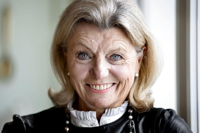 Anne Laxholm kan stadig få sommerfugle i maven, når hun hver fredag sidder klar i 'Vild med dans'.