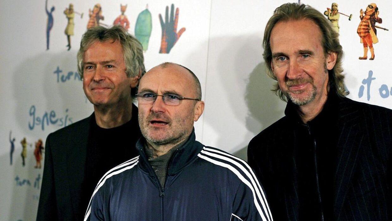 Phil Collins her med resten af Genesis Tony Banks (tv) og Mike Rutherford (th).