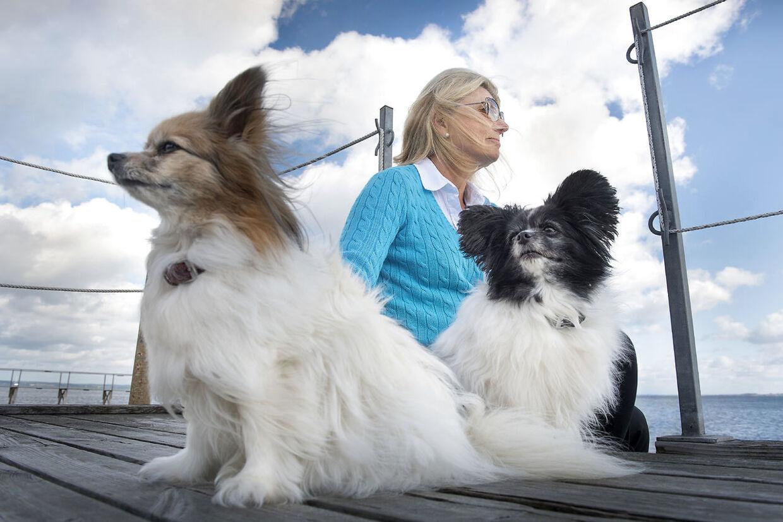 Indtil hun en dag bliver mormor, har Anne Laxholm rigeligt at se til med et aktivt golfliv og de to hunde Buffy og Brownie.