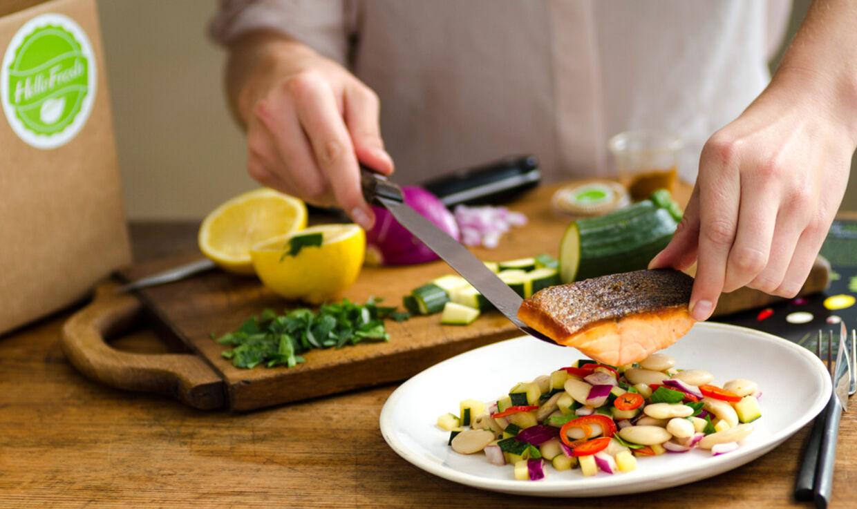 Måltider fra HelloFresh står på mange danske familiers middagsbord i aften.