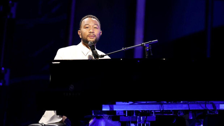 John Legend på scenen under Billboard Music Awards.