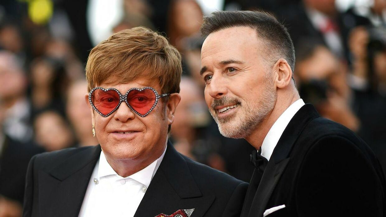 Elton John og hand mand David Furnish.