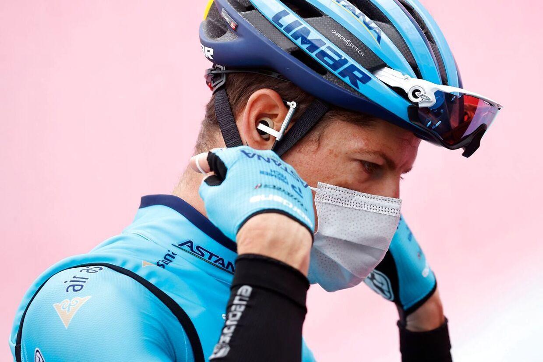 Jakob Fuglsang holdt sig med de andre favoritter på dagens etape.