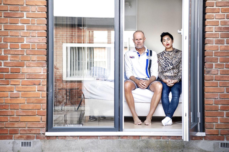 Da Erik og Marthe købte deres drømmehus, et halvt dobbelthus i Ballerup, viste de ikke at der boede en psykisk syg mand i den anden del af huset. Det har over årene udviklet sig til et mareridt med chikane og støj fra naboen, der også har modtaget et polititilhold, men det har han indtil videre overtrådt 85 gange. Parret er frustreret over at ingen kan hjælpe dem.