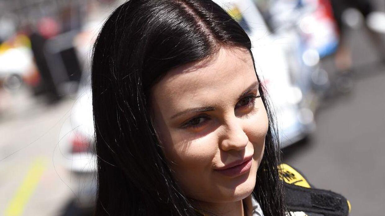 Renee Gracie tjener styrtende og har købt en bil til over to millioner kroner kontant. (WILLIAM WEST / AFP)