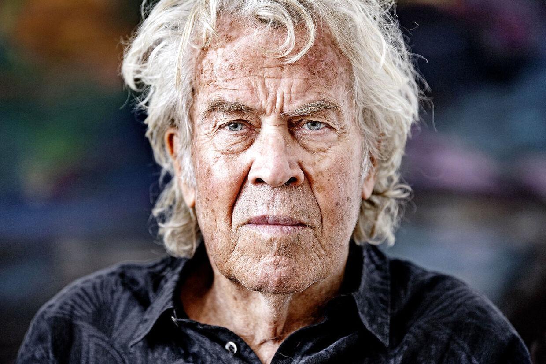 Jørgen Leth – som er aktuel med dokumentarfimen 'I Walk' om sit eget liv – havde ingen betænkeligheder ved at lægge sig på operationsbordet og få lavet hul i hovedet.