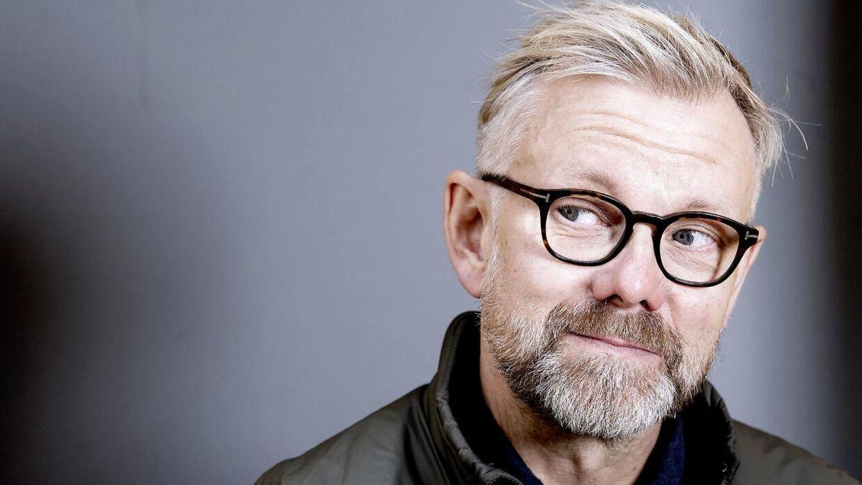 Komikeren Casper Christensen er aktuel med bogen 'Casper', der handler om hans liv og er skrevet af forfatteren Martin Kongstad.
