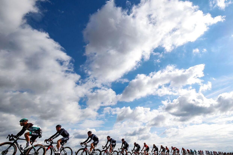 Corona-skyerne har svævet tungt over Giro d'Italia.