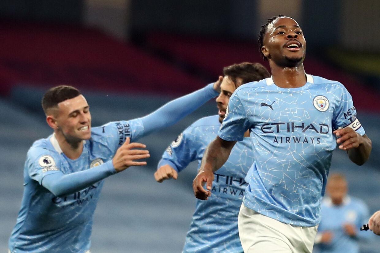 Raheem Sterling (til højre) scorede kampens eneste mål, da Manchester City vandt hjemme over Arsenal. Martin Rickett/Ritzau Scanpix