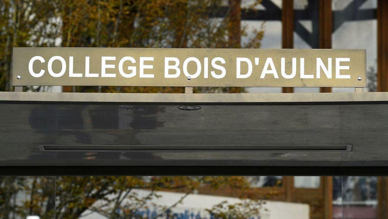 Samuel Paty var historie- og geografilærer på skolen Collège du Bois d'Aulne, der ligger cirka 30 kilometer fra Paris. Terrorangrebet skete nær skolen.