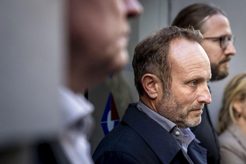Martin Lidegaard og resten af folketingsgruppen mødte søndag eftermiddag pressen efter et tre timer langt krisemøde. (Foto: Mads Claus Rasmussen/Ritzau Scanpix)