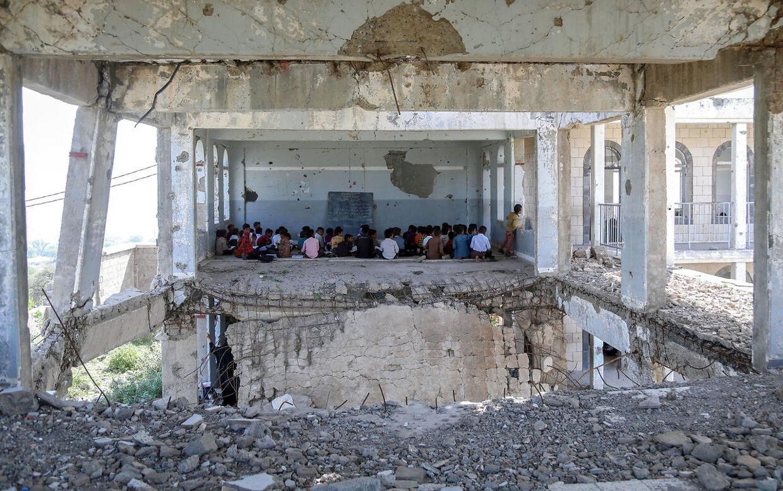 Elever på Al-Wehdah-skolen i udkanten af Yemens tredjestørste by Taez på første skoledag efter sommerferien.