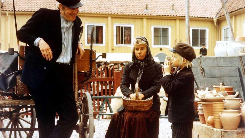 Maud Hansson Fissoun (i midten) spillede stuepigen i 'Emil fra Lønneberg'-filmene.