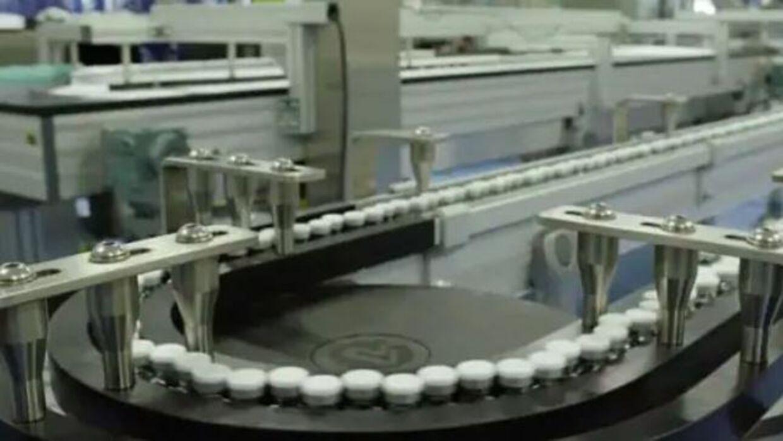 Coronavacciner på striber produceres netop nu i Belgien.