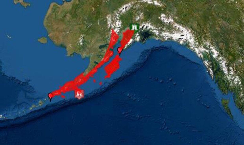 Det er for det røde område, der er udstedt en tsunami-advarsel.