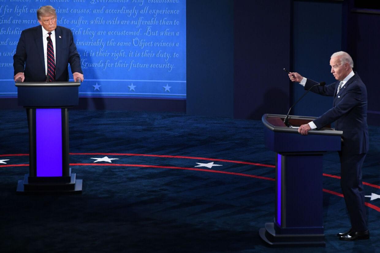 Præsidentkandidaterne Donald Trump og Joe Biden mødtes til den første debat forud for præsidentvalget 29. september (foto). Debatten var præget af mange afbrydelser, hvilket debatkommisionen vil undgå under næste debat. Saul Loeb/Ritzau Scanpix