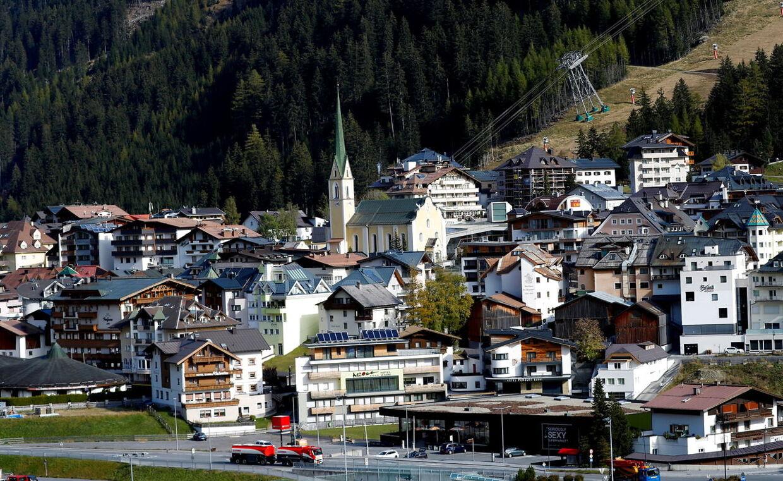 Modsat i Norden, hvor mange bor i egne hytter eller lejligheder, er hoteller mere udbredt i Alperne. Dermed bor man også tættere. Her er det Ischgl.