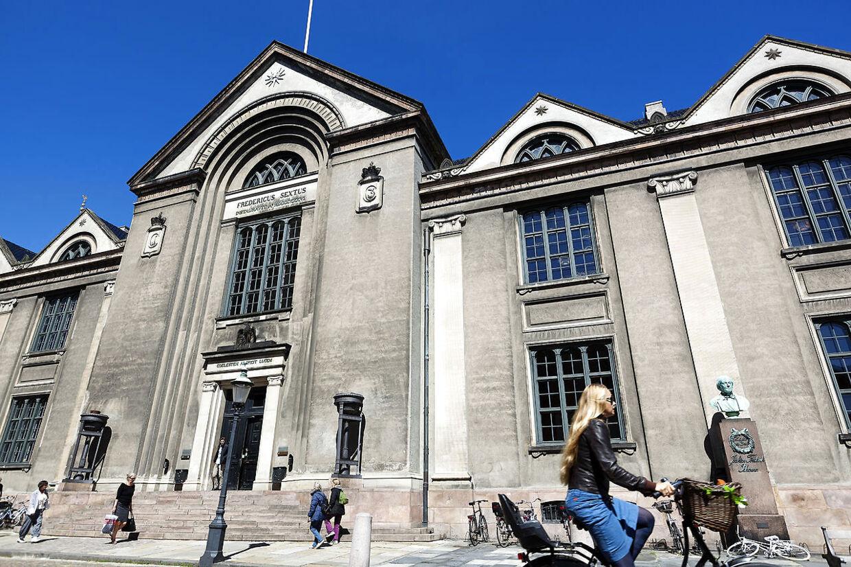 På danske universiteter så er der større sandsynlighed for, at man får et job som professor, lektor eller adjunkt, hvis ansøgeren er kvinde