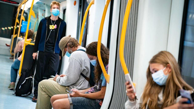 Mundbind i den offentlige transport er nu blevet hverdag i Danmark.