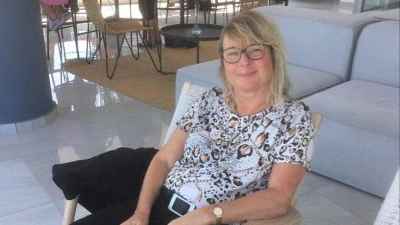 Karin Larsen og hendes mor rejste til Cypern, da rejser til øen fortsat var tilladt. Torsdag har Udenrigsministeriet været ude og fraråde rejser dertil.