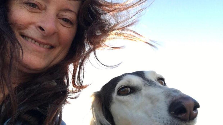 Ingrid Zollondz med hunden Mella.